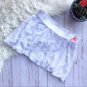🌸Adidas white embroidered skort size small